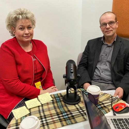 Anne Perkiö ja Heikki Hyvärinen keskustelevat opinnollisestamisesta opettajan ja osaamisen kehittymisen näkökulmasta.