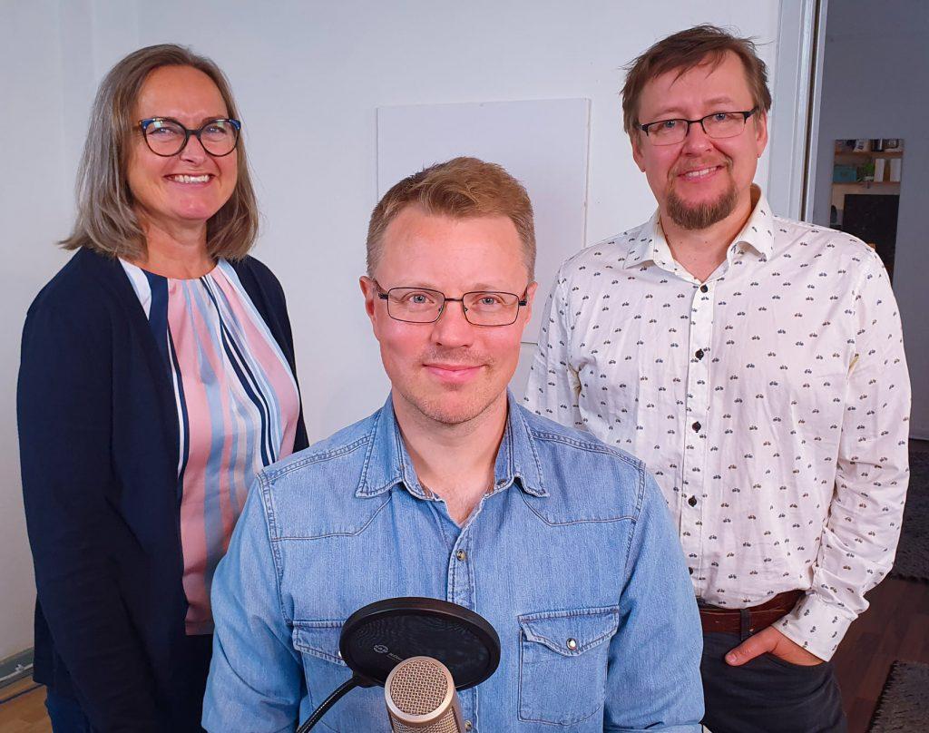 Toini Harran ja vanhustyön asiantuntijan, Panu Karhisen, vieraina ovat Metropoli-ammattikorkeakoulun ICT-asiantuntija lehtori Aarne Klemetti ja Kajo-apuvälineiden apuvälineasiantuntija Miikka Kyllönen
